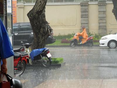 Du lịch Việt Nam 2012/Aug/22 Part3 雨宿りとオシャレカフェ/中央郵便局と大聖堂