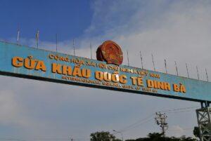 入国に手こずったジンバー(Dinh Bà)国境